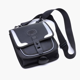 Fuel tank shoulder small bag
